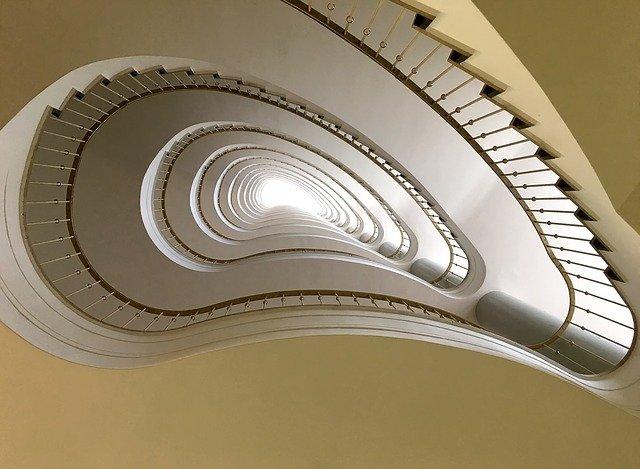 schodiště v budově