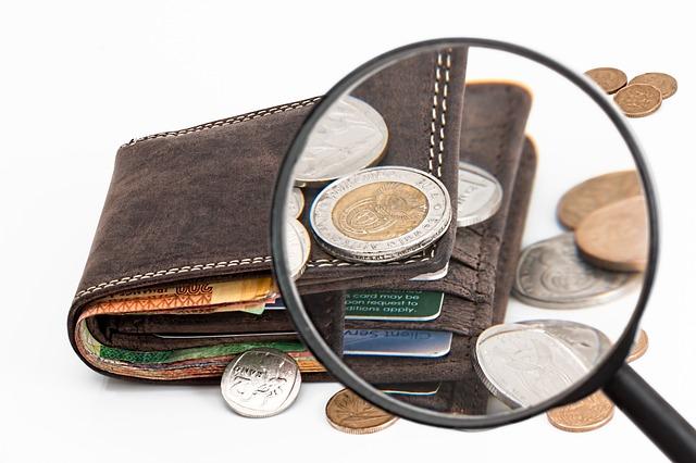 peniaze, platobná karta, peňaženka.jpg