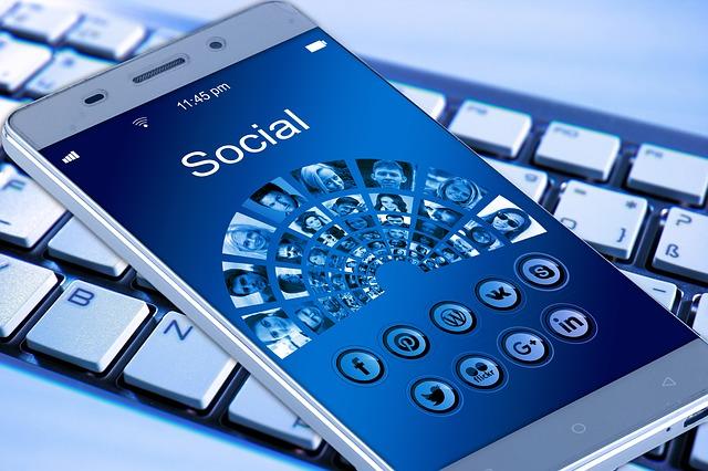 mobil na klávesnici.jpg