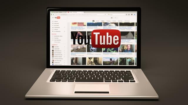 youtube zapnutý na počítači.jpg
